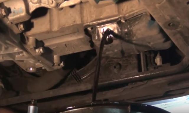 Замена масла в двигателе Рено Дастер 2.0 видео пошаговая инструкция