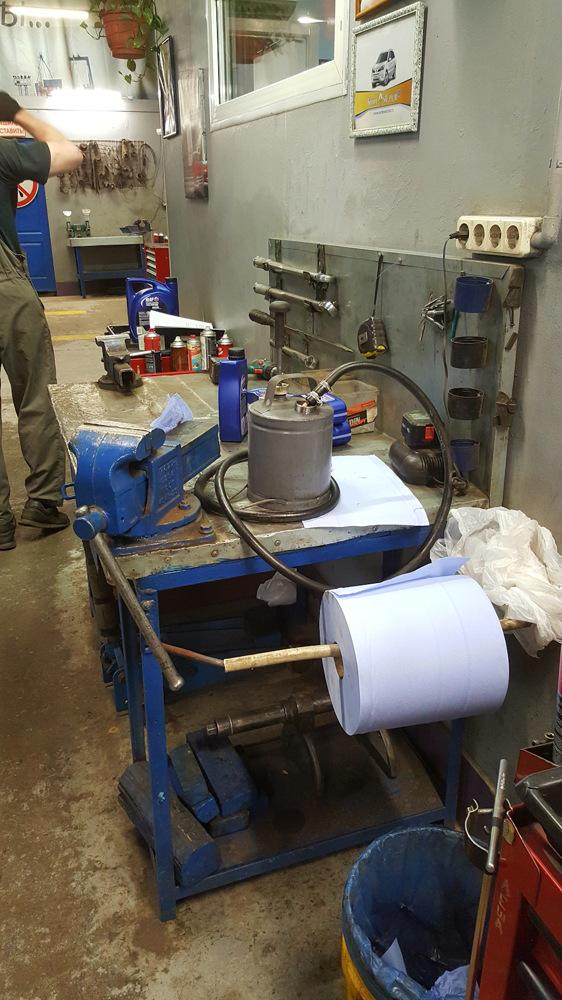 Сколько нужно литров масла для механической коробки передач Рено Дастер 1.6