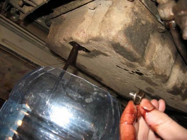 Сколько литров масла нужно заливать в двигатель Пежо 4007 2.0, 2.2, 2.4